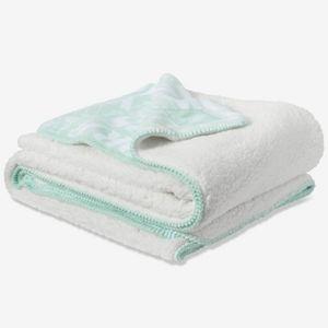 PINK Victoria's Secret Bedding - PINK Victoria's Secret Soft Sherpa Blanket Throw